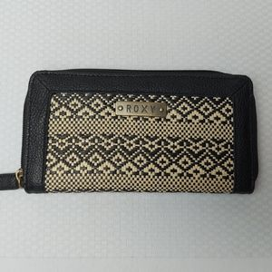 🌼3/$30 Roxy Black & Cream Coloured Wicker Wallet